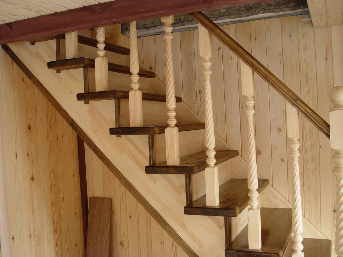 Лестница на второй этаж своими руками из дерева с фото 67