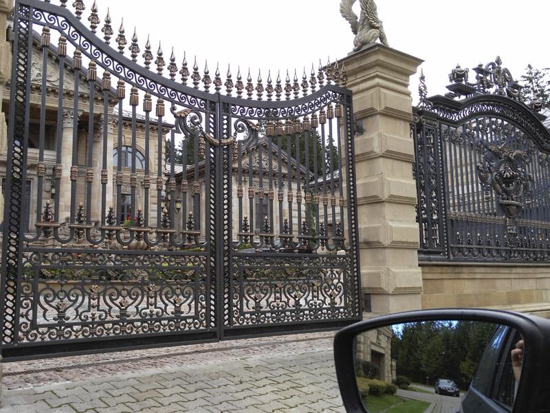 Кованый забор металлический