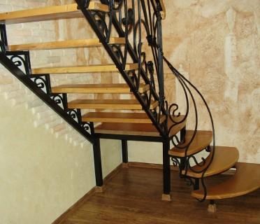 Кованая лестница КЛ02