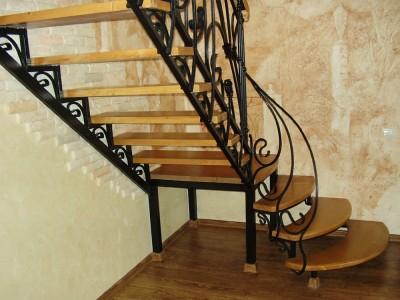 Деревянная лестница ДЛМ07