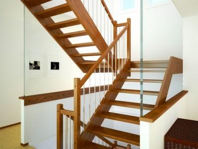 Деревянная лестница ДЛД01