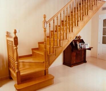 Деревянная лестница ДЛД03