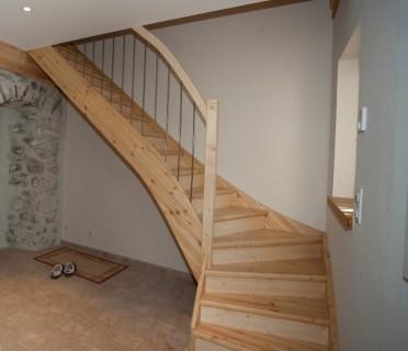 Деревянная лестница ДЛД04