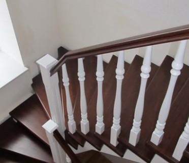 Деревянная лестница ДЛБ05