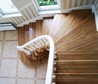Деревянная лестница ДЛМ03