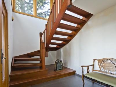 Деревянная лестница ДЛД16
